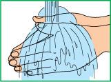 Промыть руки под проточной водой